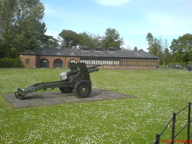 25-Pounder at Tredegar House.  It's said we lost 700 of these in France in 1940.  I wonder what the Germans did with them!